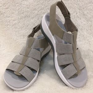 NWT Clarks Cloudsteppers Arla Shaylie Sandals
